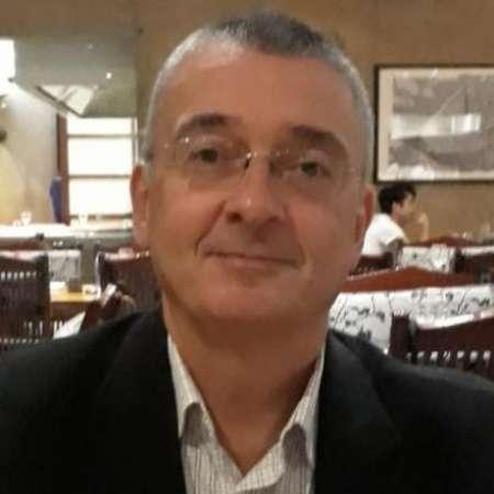 Emmanuel : Directeur de BU, Directeur Commercial