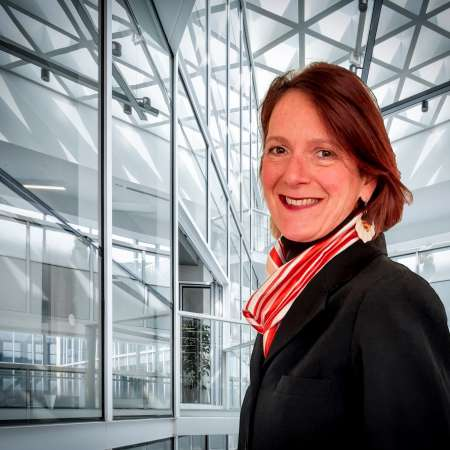 Isabelle : CMO - Directeur Marketing BtoB / BtoC Digital