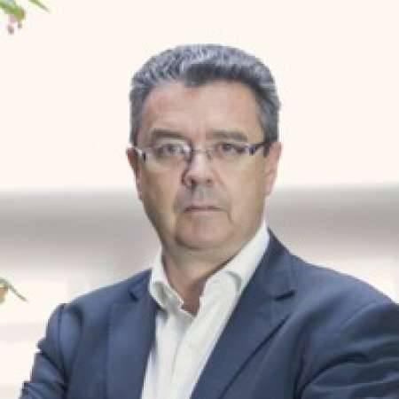Yann : Directeur Général