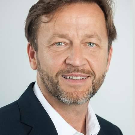 Laurent : Directeur commercial