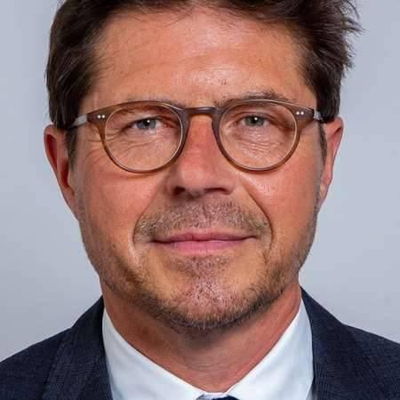 Frédéric : Directeur commercial