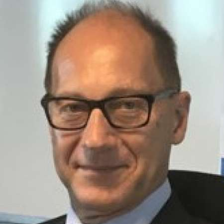 Wolfgang : DG & Chief Restructuring Officer