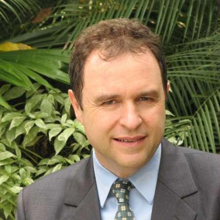 Michel : Directeur Général France et international