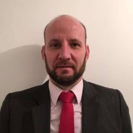 Arnaud : directeur administratif et financier