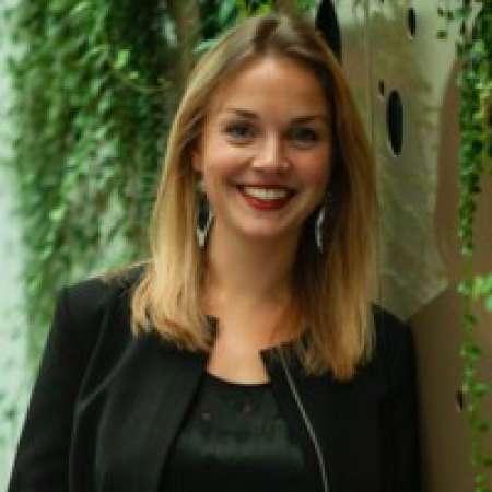 Eugénie : Directrice juridique et RH
