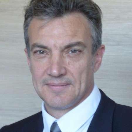 Hervé : Directeur des Opérations - Directeur Général