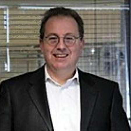 Thierry : Directeur Général expérimenté, Industrie