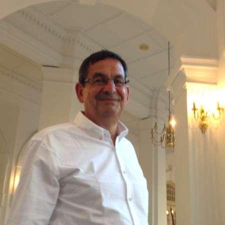 Hervé : Human Resources Executive