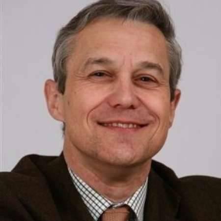 Frédéric : Directeur des Ressources Humaines