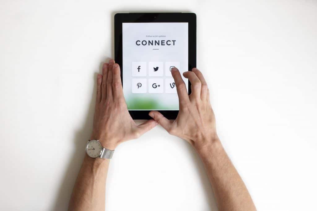 Manager de transition : comment gérer sa présence digitale ?